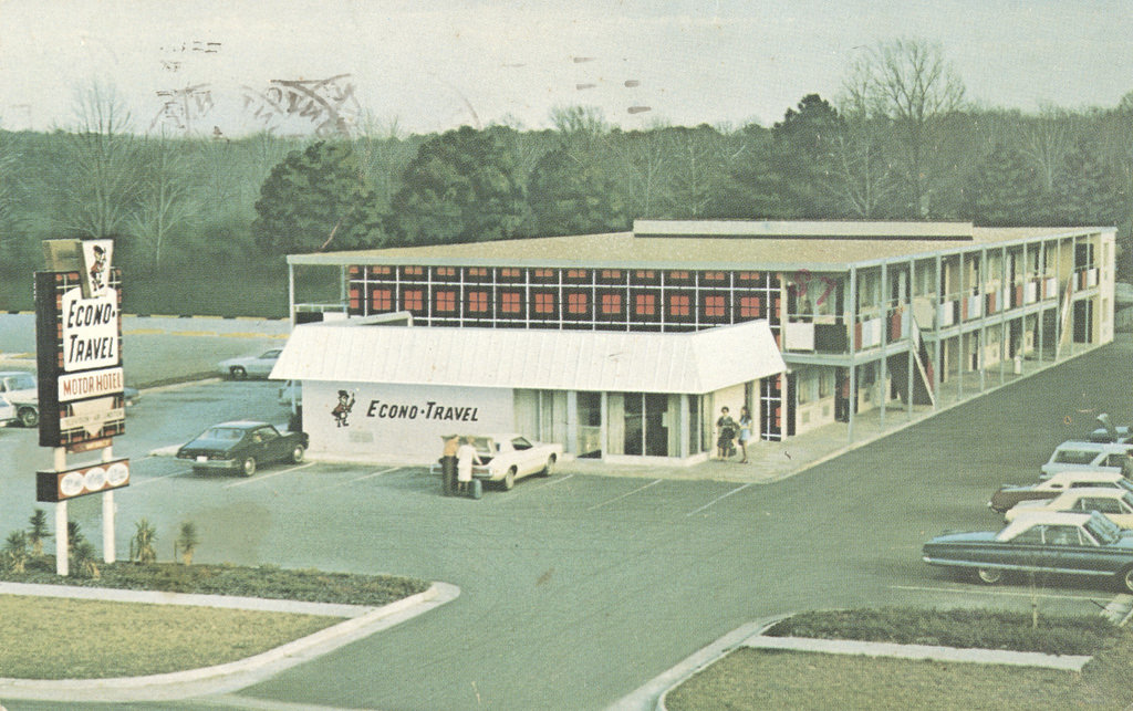 Econo-Travel Motor Hotel Directory – Fall, Winter 1974/1975