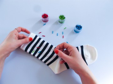DIY // Réalisez 3 customisations pour vos chaussettes cet automne // 3 ways to customize your socks for this autumn // A Cardboard Dream blog