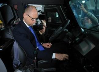 Владельцы авто с двигателем более 3 литров будут платить налог на роскошь