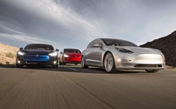 Электромобили Tesla Model S и Tesla Model 3
