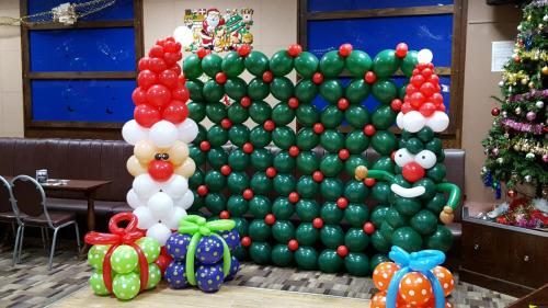 Large Christmas Display at Canton Liberal Club By Cardiff Balloons