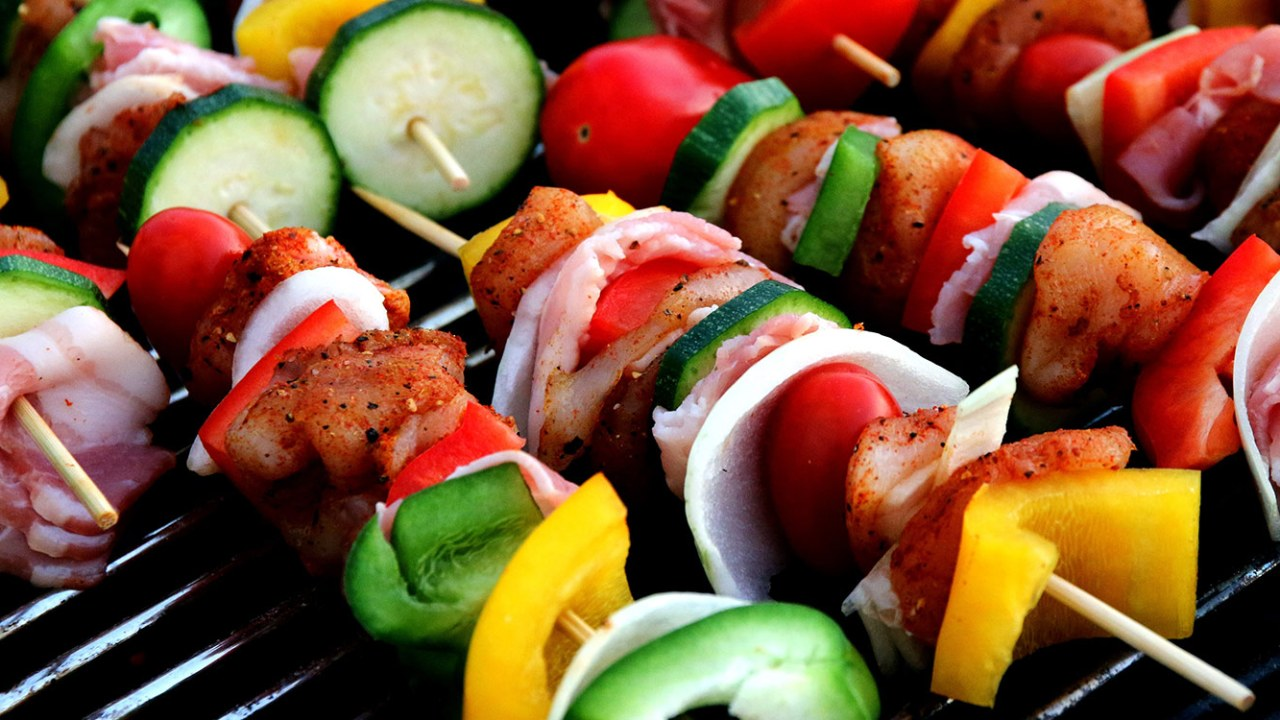veggie and meat kebabs on the grill, signifying healthy weight loss choices