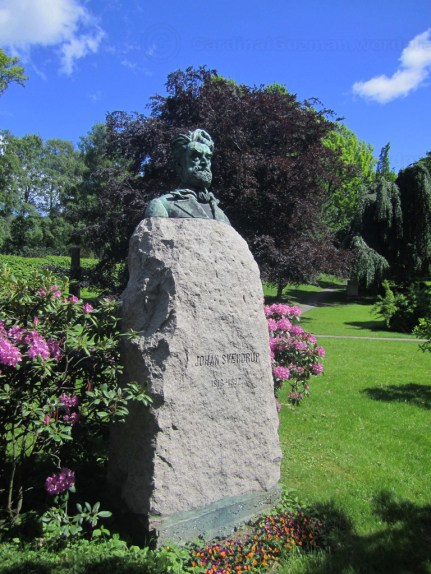 The cemetery is known primarily for Æreslunden, Norway's main honorary burial ground.