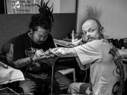 Getting inked by Peerapong Bank Tattoo at Thailand Tattoo Expo. Photo: Mrs. Peerapong with my camera.