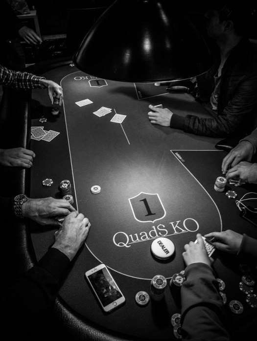 I was invited to a Poker Club and shot some photos.