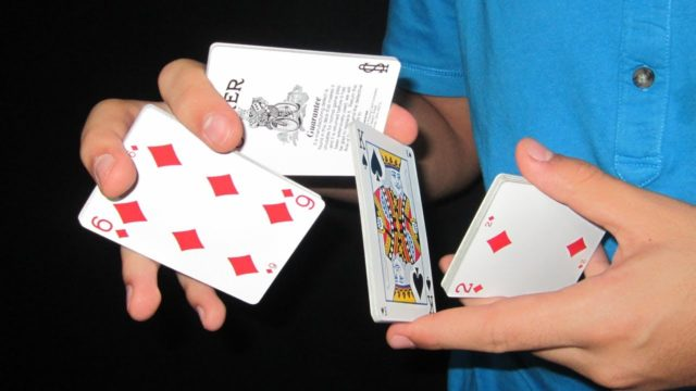 CARD SHUFFLING TRICKS, JUST LIKE A PRO?