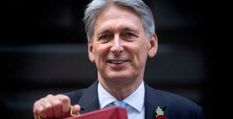 Hammond promises 'brighter future' with early tax cuts for millions of workers 9