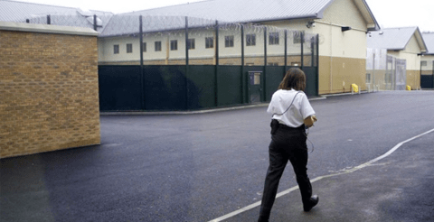 Vulnerable detainees held at Yarl's Wood 'failed' by Home Office, report claims 9