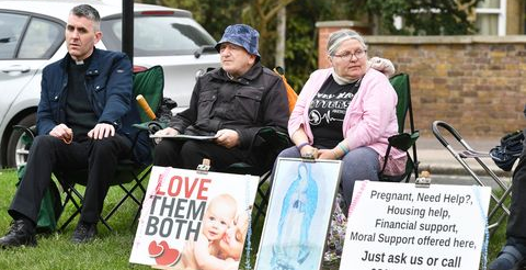 Government facing calls to create 'safe zones' outside every UK abortion clinic 2