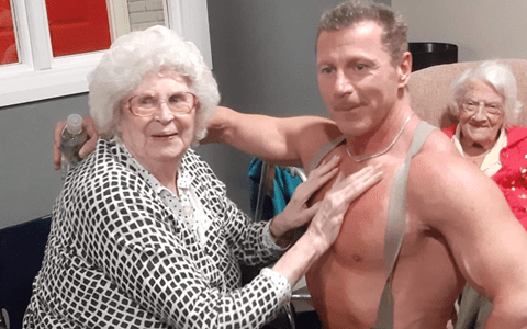 Care home ladies 'loved every second' of stripper's visit after wishing tree request 10