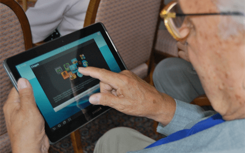 Report calls for prescription of tech devices to reduce loneliness among older people
