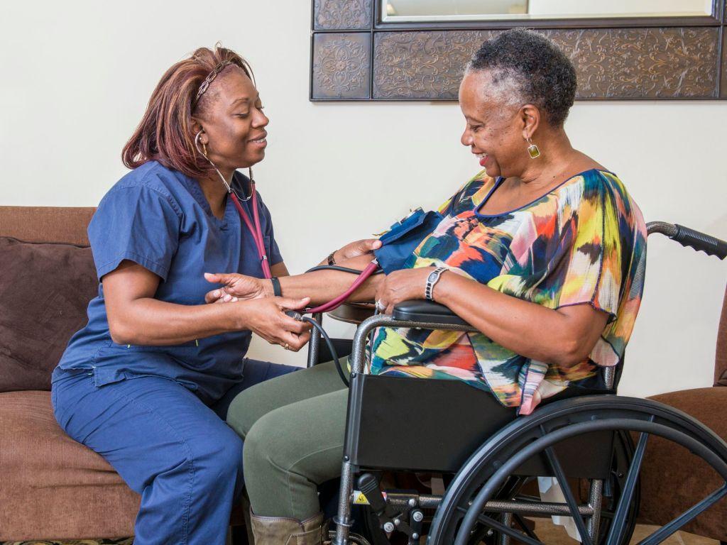 Enroll elderly loved ones for a regular medical check up helps elderly age independently