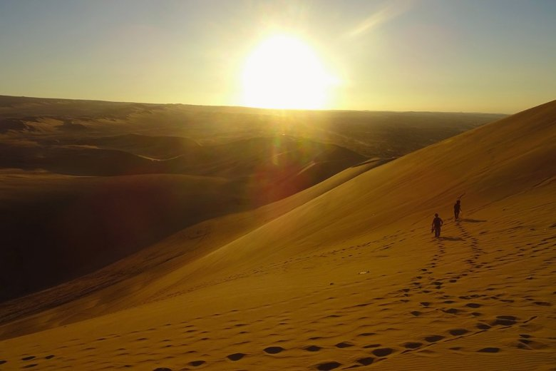 Huacachina travel sunset