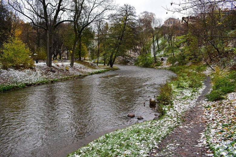 The banks of Vilnia River are a peaceful spot to take a stroll close to Vilnius Old Town