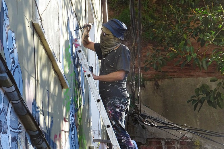 A street artist at work in Valparaíso