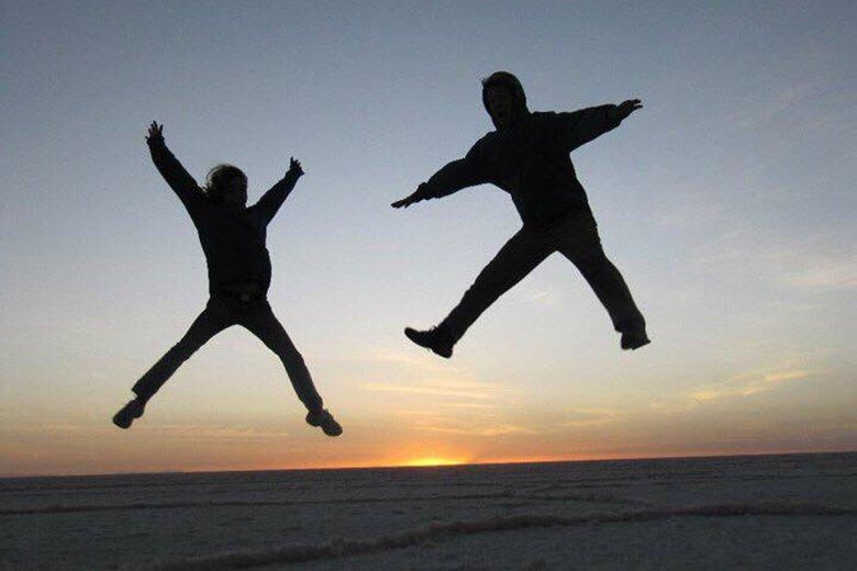 Hannah and Chris toured the salt flats of Salar de Uyuni in Bolivia on their journey