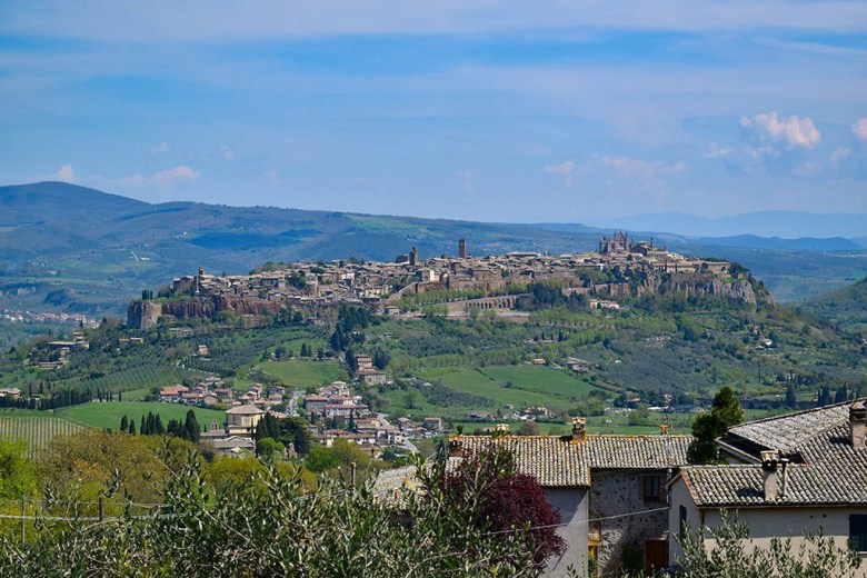 The small medieval city of Orvieto and surrounding are is the first stop in our Umbria travel itinerary
