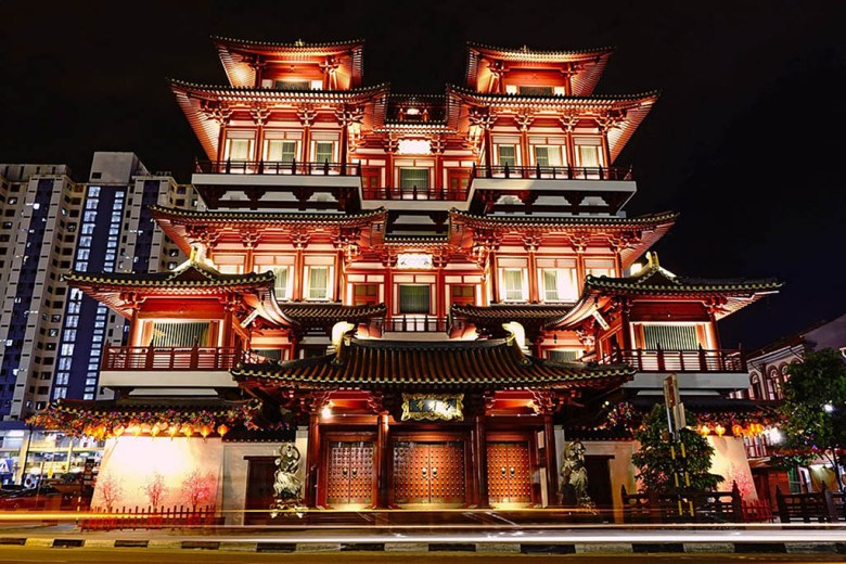 A visit to the Buddha Tooth Relic Temple is one of the best things to do in Chinatown Singapore