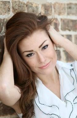 Hannah Bohn Headshot