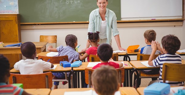 Pros and Cons of Being an Elementary School Teacher