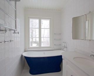 Kylpyhuone valurauta-amme