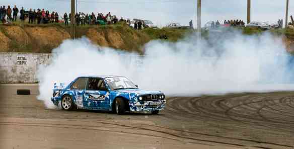 5 Reasons Why Your Car Smells Like Burning Rubber (# 5 Will