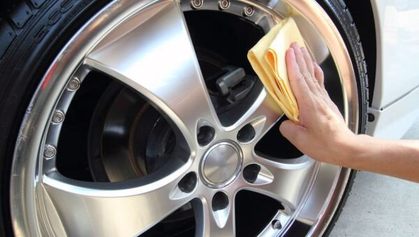 care-my-cars-wax-the-rim