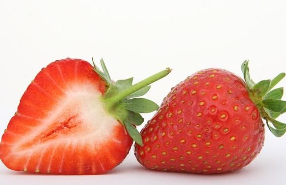 10 Amazing Homemade Strawberry Face pack for All Skin in Hindi
