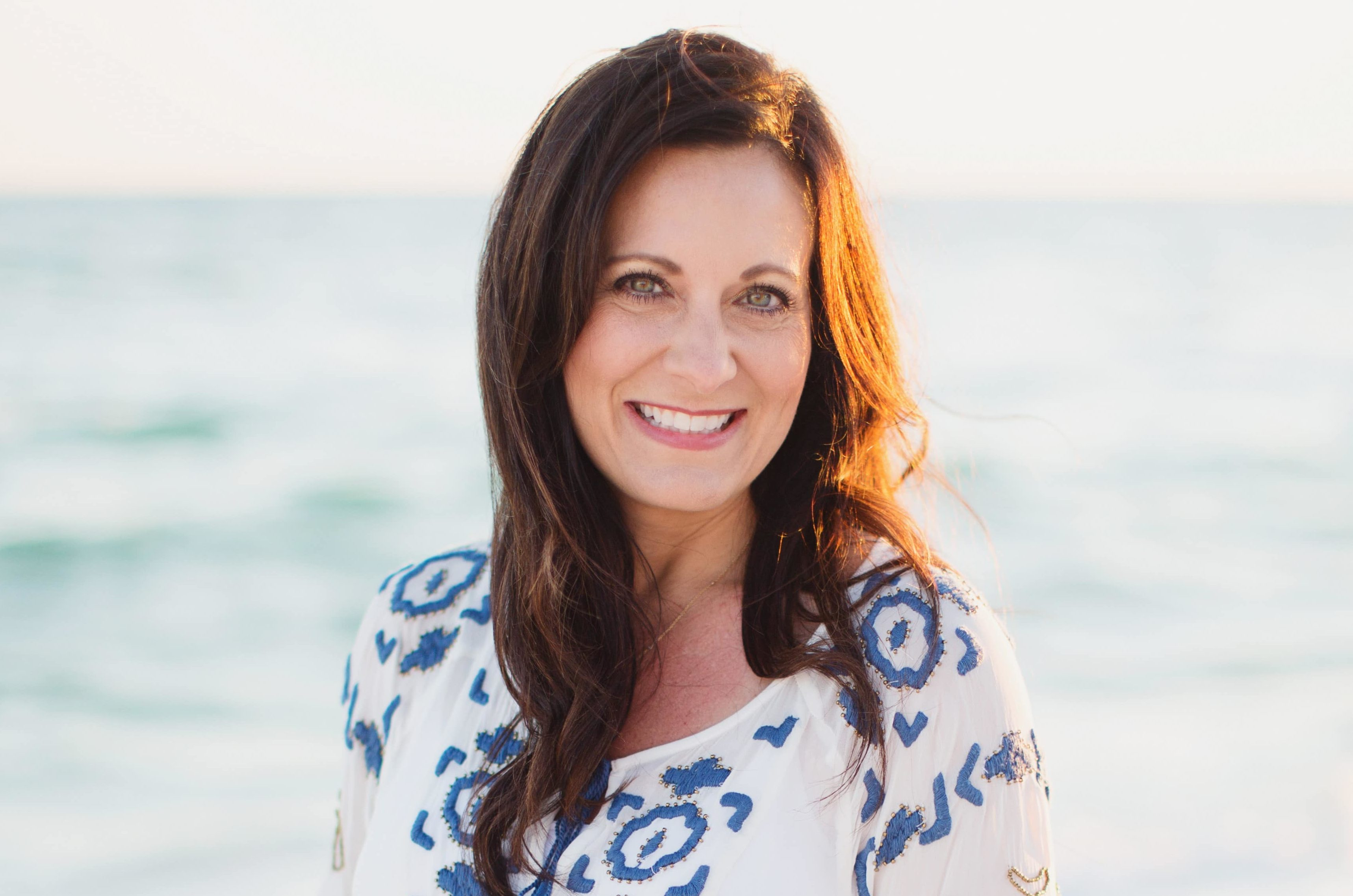 CNLP 238: Lysa TerKeurst on Living and Leading Through Personal Crisis, Disappointment, and Navigating What Part of Your Life Should Be Personal, Private or Secret