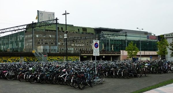 Bicycles_parking_in_Eindhoven-600x324