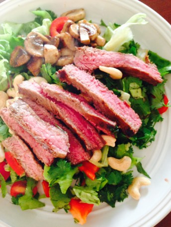 Saturday I have a lazy day and make myself a delicious steak salad with cashews