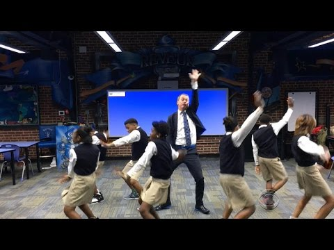 Atlanta Teacher Hits The Quan Better Than You Can!