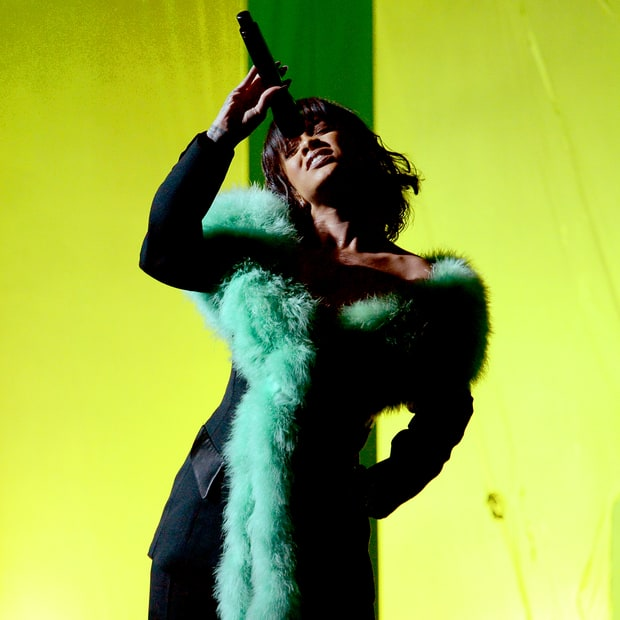 """Rihanna Performs An Awe Inducing Rendition of  """"Love On The Brain"""" At Billboard Music Awards"""