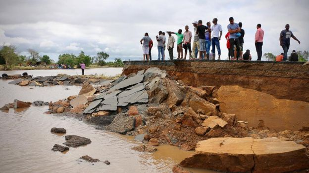 Cyclone Idai: Mozambique survivors desperate for help