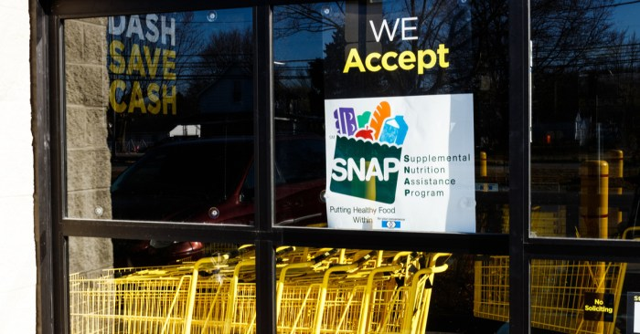 White House Tightens Food Stamp Work Requirements