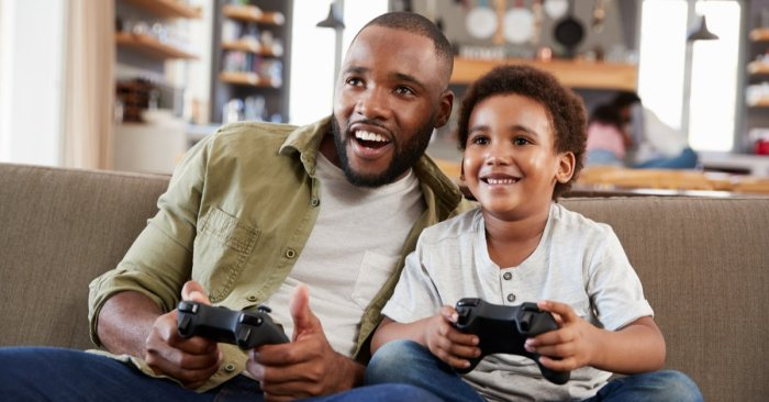 Gaming has benefits and perils – parents can help kids by playing with them