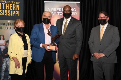 Rivera, Wilbert Honored as Distinguished Alumni by USM's College of
