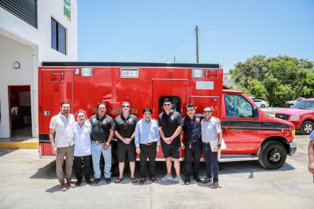 Agrupación internacional dona ambulancia y equipo a los Bomberos de Tulum