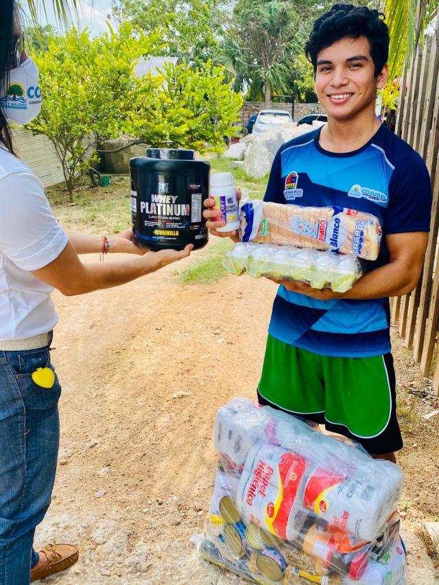 Atletas quintanarroenses reciben apoyo alimentario