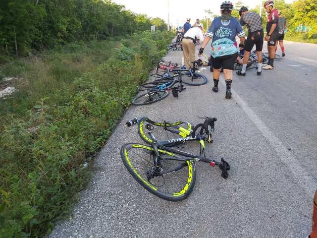 Arrollan a ciclistas en Cancún, muere uno