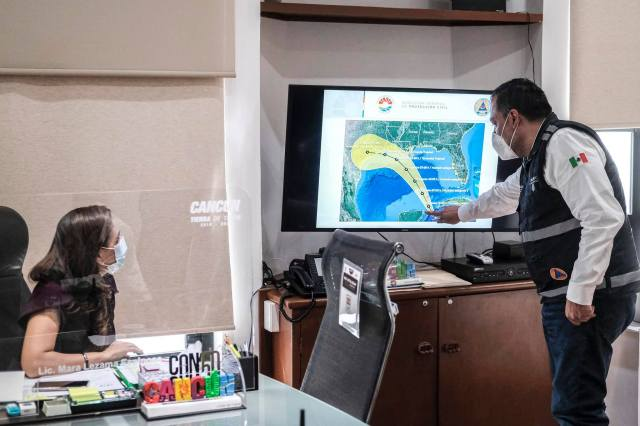 Autoridades advierten que viene la etapa más intensa de la temporada de huracanes