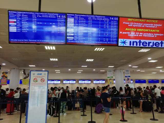 """Tormenta """"Zeta"""" afecta 90 operaciones en aeropuerto de Cancún"""