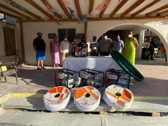 Asociación de Hoteleros de Holbox, dona equipos de saneamiento y desazolve a la alcaldía
