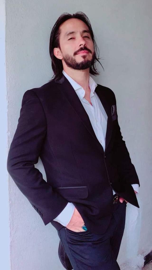 Alejandro de la Cruz, fundador de la agencia digital Offline, productor visual y relaciones públicas @rocksxm