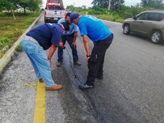 No hay fecha para reparar grietas en la vía federal Cancún a Playa del Carmen