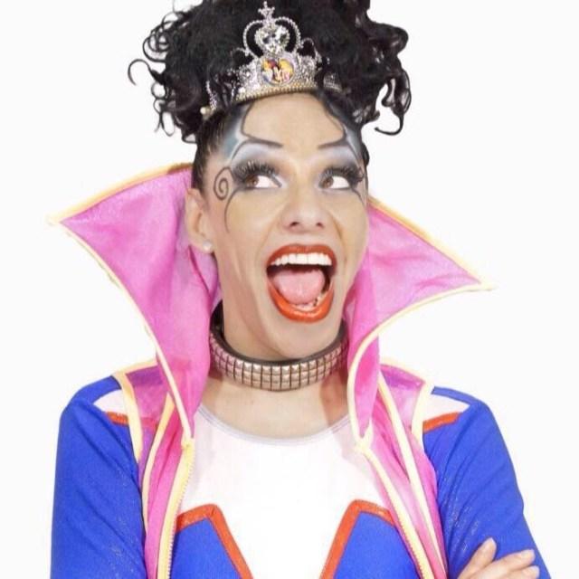 """Entrevista a la """"La supermana"""", carismática actriz, cantante y conductora, ícono del mundo LGBT+ @La_Supermana"""