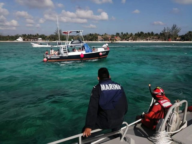 Armada de México rescata a 14 personas a la deriva en aguas de Cozumel
