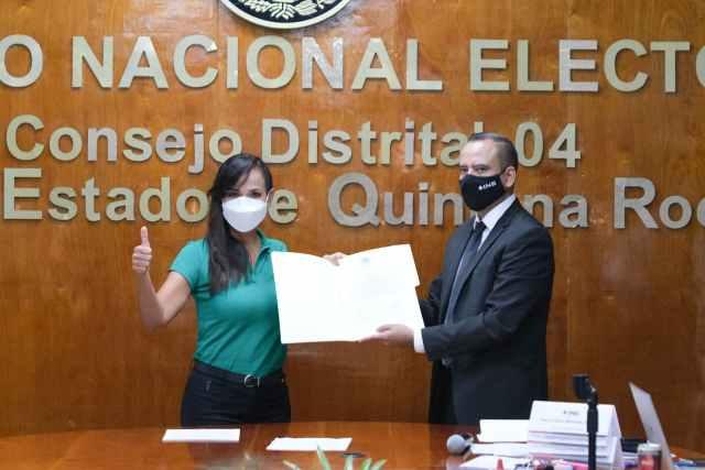 RECIBE LAURA FERNÁNDEZ CONSTANCIA DE MAYORÍA COMO DIPUTADA FEDERAL ELECTA POR EL DISTRITO 4