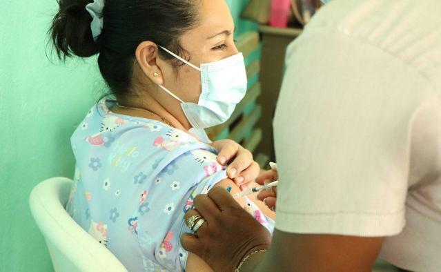 Registran retrasos en vacunación contra Covid-19 seis países de Centroamérica y el Caribe