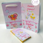 Kit colorir livrinho e sacolinha + giz de cera personalizados tema borboleta